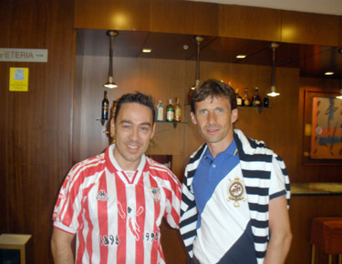 David Alonso con el ex-jugador del Athletic de Bilbao, Ziganda